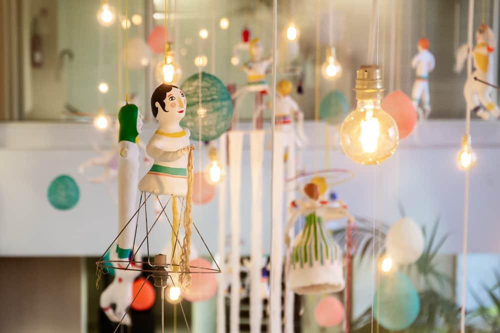 """Installation de """"Joyeuse ronde"""" dans le hall de l'hôtel du département de Loire-Atlantique — décembre 2019"""
